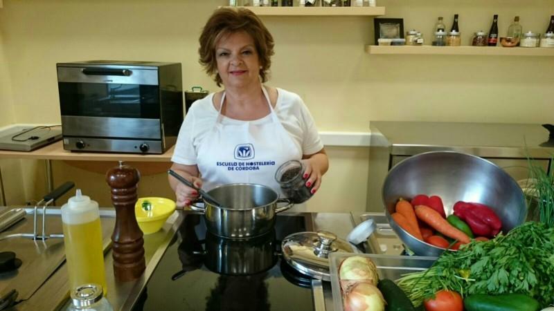 Chary Serrano cocinando
